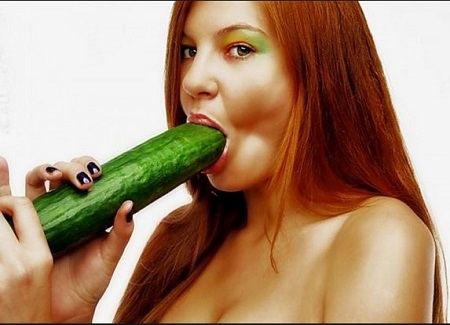 Beauty Queen and the cucumber act