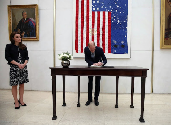 Prince WIlliam and Kate Middleton visited US Embassy to sign the book of condolences for the victims of the attack of Orlando