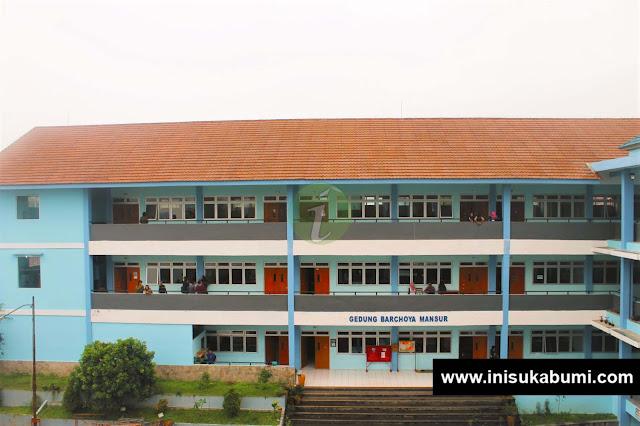 Gedung D yang merupakan ruangan kelas belajar