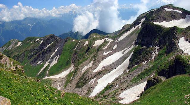 Склоны хребта Ачишхо, Кавказ