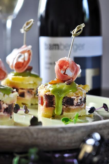Tortilla Tapas mit Matcha-Mayonnaise und Ibérico-Schinken