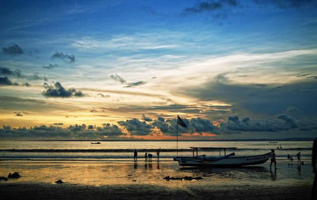 Pantai Pangandaran yaitu salah satu Pantai di Jawa Barat yang populer alasannya yaitu keindahann Pantai Pangandaran, Primadonanya Jawa Barat