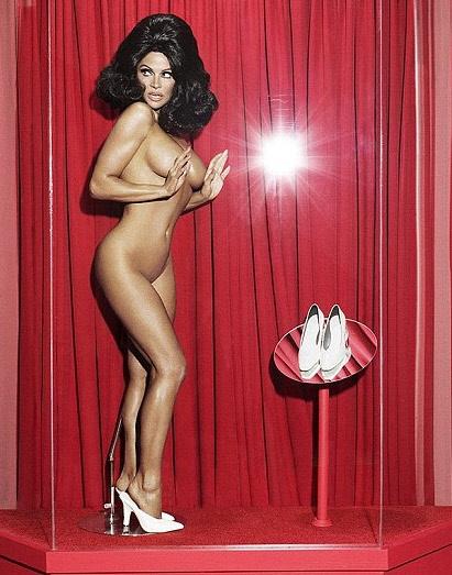 Γυμνή, μελαχρινή, Pamela Anderson 1