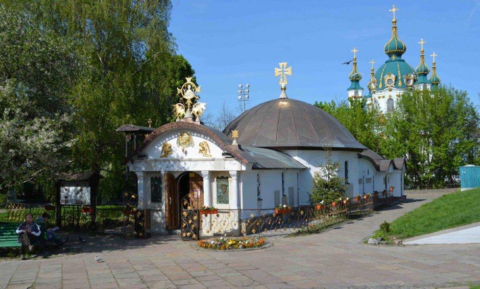 Часовни Украинской православной церкви Московского патриархата, которую незаконно возвели возле фундамента Десятинной церкви