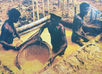 Foto para penambang batu permata dan merah delima di Sri Lanka