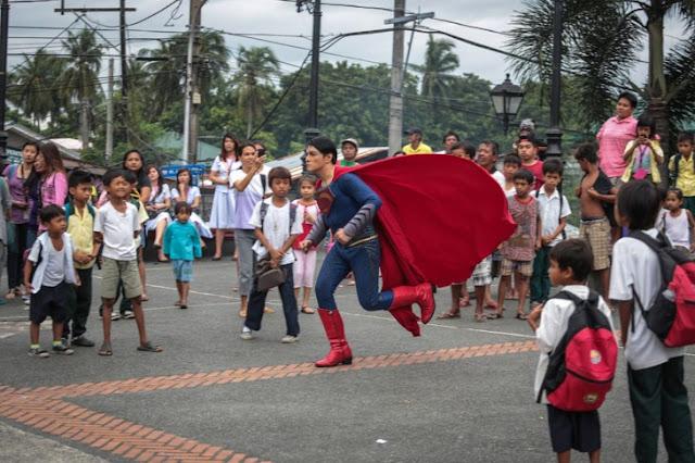 Fan de Superman se ha operado 26 veces para parecerse a su héroe