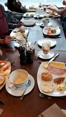 frühstücken in München: La Boheme Schwabing