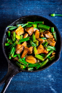 Vegan stir fried dry curry made of fresh onion stalks or flowers and brinjals, Eerulli huvina palya, eerulli kaavu palya