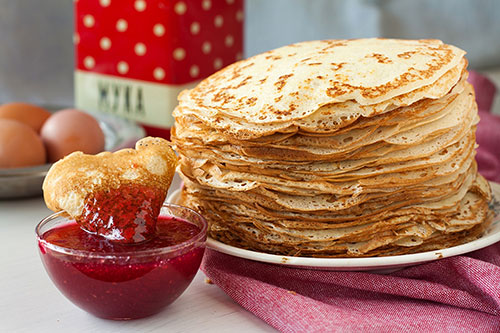 "The symbol of Maslenitsa is pancakes (""bliny"")"