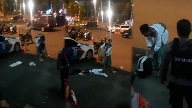 Viral! Video Santri  Bersarung Diminta Bongkar Kardus dan Tas Bawaanyya Oleh Polisi Bersenjata, Sempat Marah Di AkhirTerjadilah Hal Mengejutkan Ini...