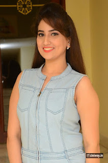 Anchor-Manjusha-Stills-at-Dora-Audio-Release