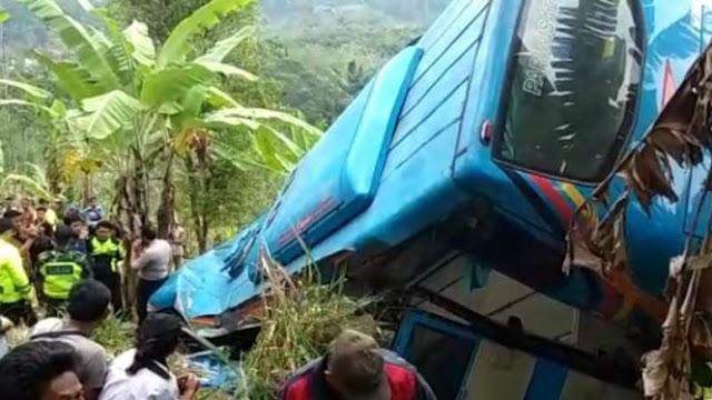 Sopir Ungkap Detik-detik Bus Pariwisata Terjun ke Jurang di Sukabumi