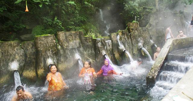 Pemandian Air Panas di Guci Tegal