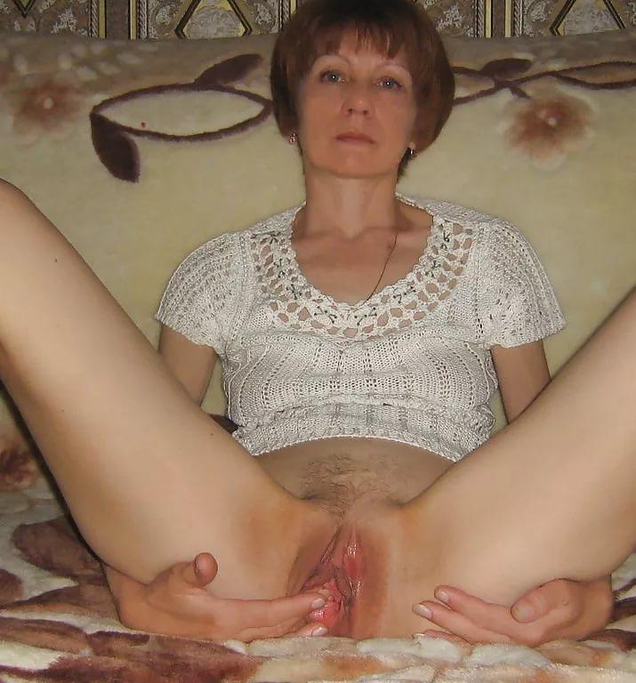 Между ног зрелых женщин