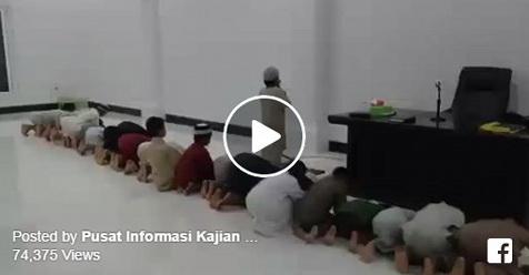 Bocah 10 Tahun Ini Jadi Imam Tarawih, Bacaannya Sangat Fasih