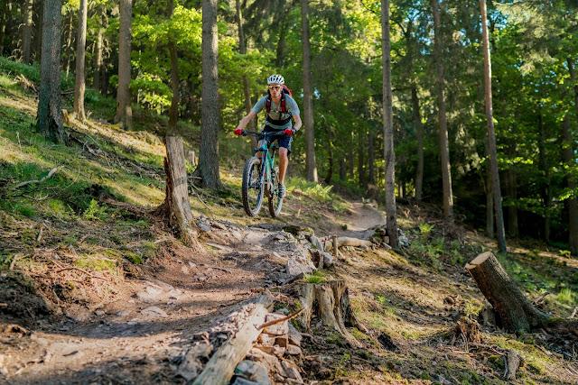 E-Bike-and-hike best-mountain-artists stevens-e-whaka e-sledge 05