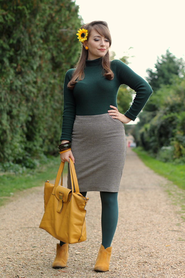 Forest green and mustard yellow 60s autumn look with Collectif Olive jumper