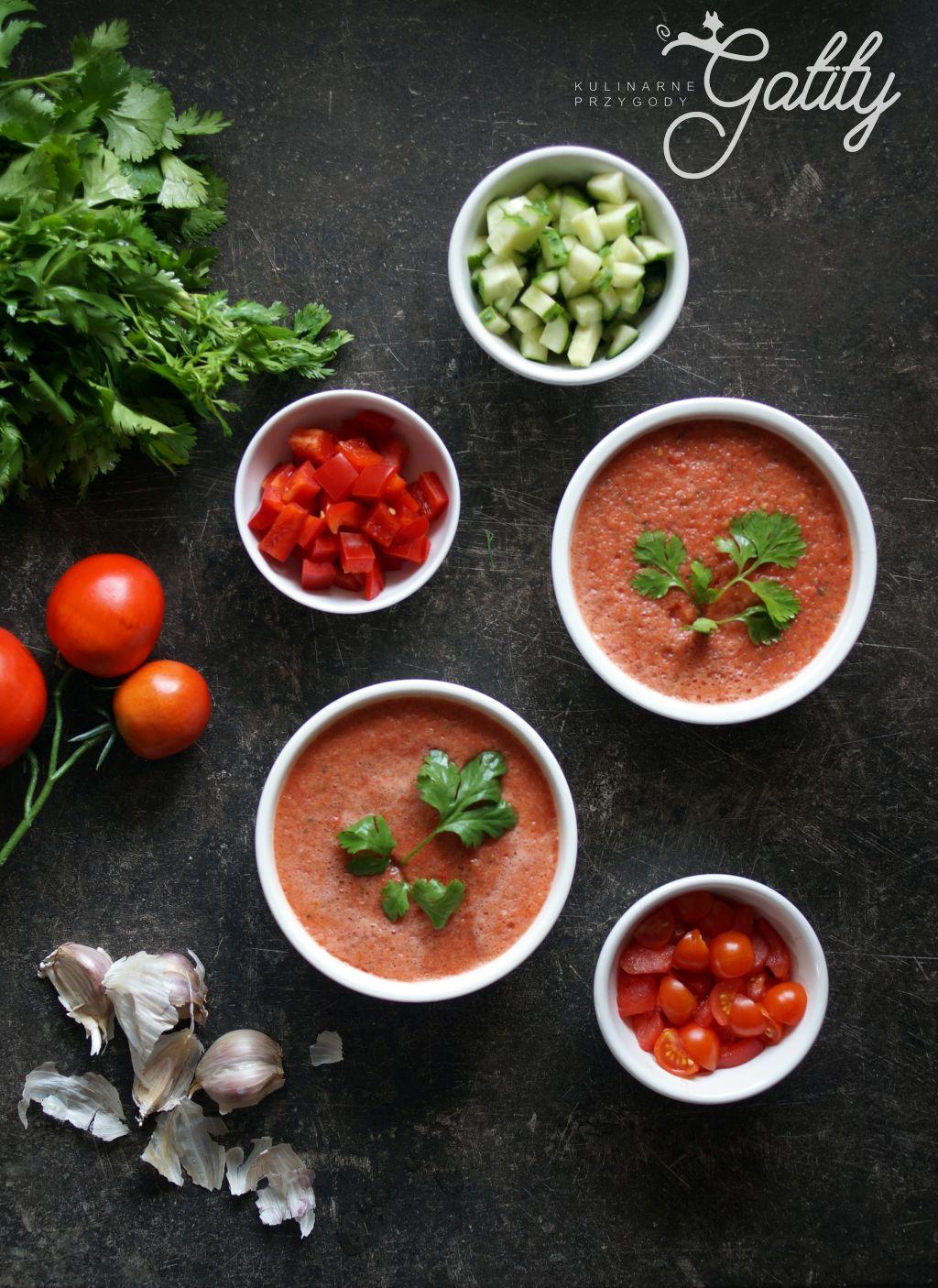 pomidorowa-zupa-w-misce