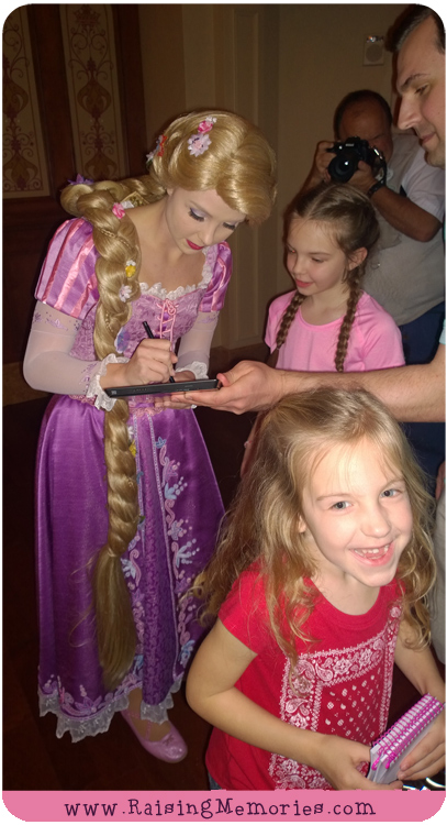 How we got signed photos with Disney Characters at Disney World