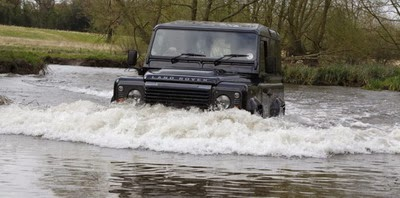 Land Rover Defender Terbaru
