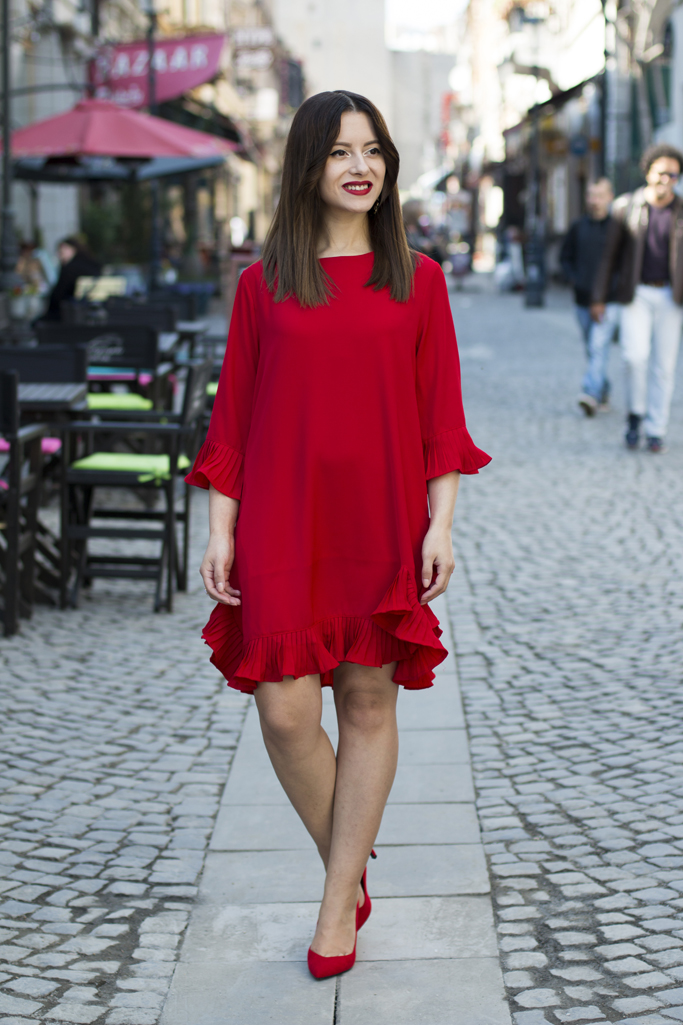 how to wear the red dress