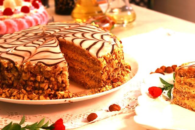 Esterhazi-svečana-torta-s-lešnicima