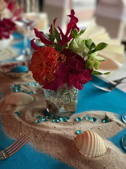 Exotische Tischblumen, exotisch heiraten, Malediven Karbiik-Hochzeit im Seehaus, Riessersee Hotel Garmisch-Partenkirchen Bayern, Hochzeitsplanerin Uschi Glas
