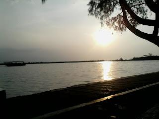 Marina Beach : Mencari Sebuah Inspirasi Dibalik Gemuruh Ombak