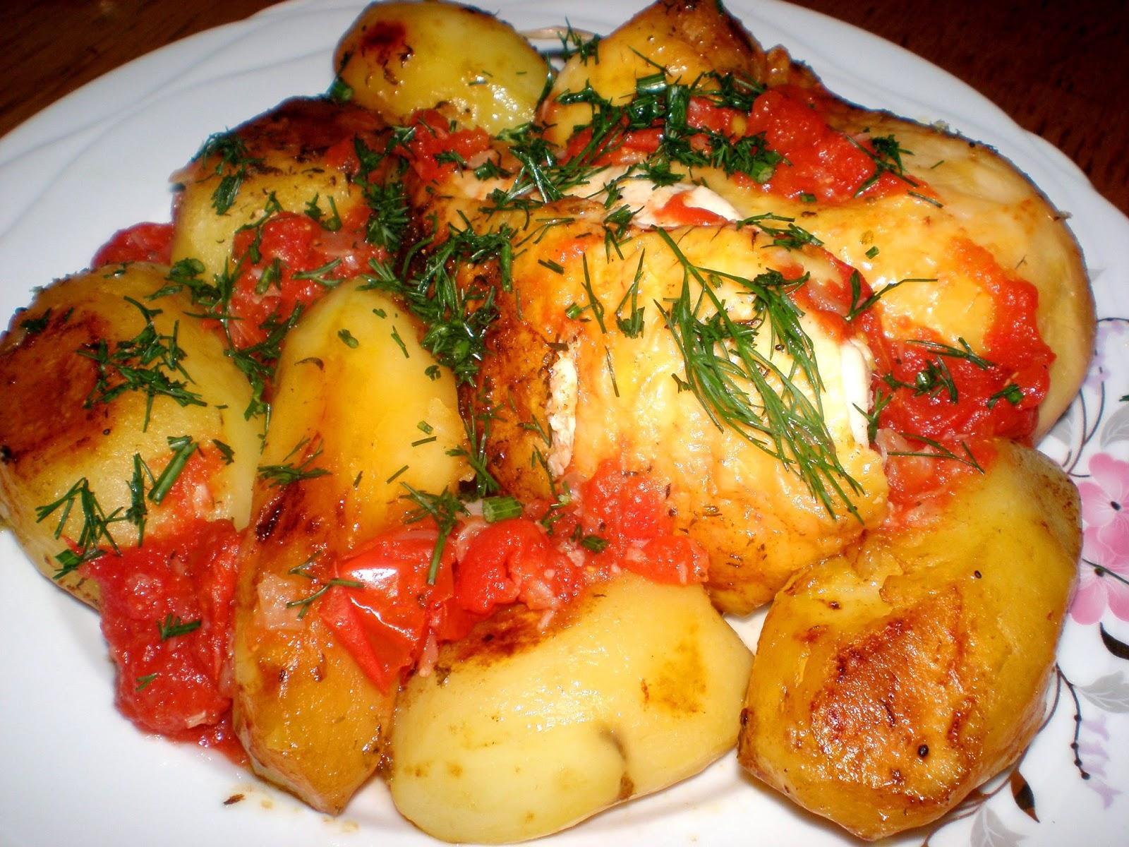 Pui, cartofi și roșii, la cuptor