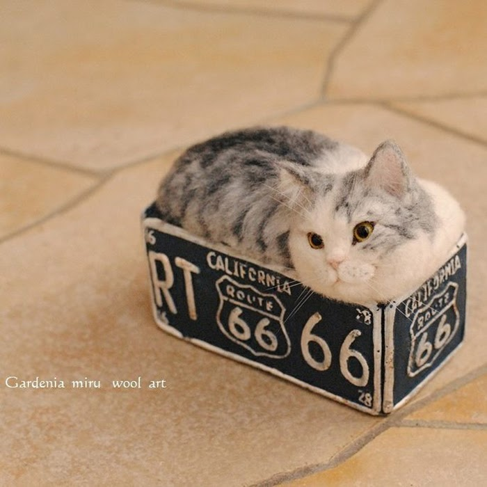 07-Cat-in-a-Box-Miru-Felting-Wool-Animals-www-designstack-co