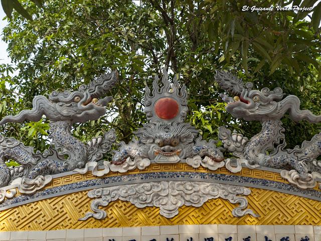 Đền Lý Bát Đế, detalle estela - Vietnam por El Guisante Verde Project