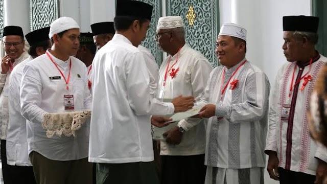 Jokowi Serahkan Sertifikat Tanah Wakaf untuk Masjid, di Provinsi Aceh