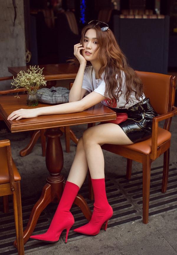 Ngọc Trinh diện quần short, váy ngắn hàng hiệu dạo phố Sài Gòn -3