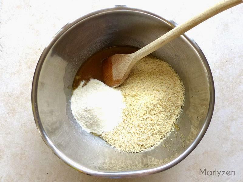 Ajoutez la farine et la poudre d'amandes.