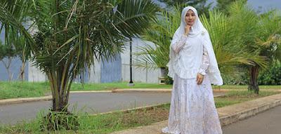 Model Baju Muslim Modern dan Hijab Syar'i Terbaru