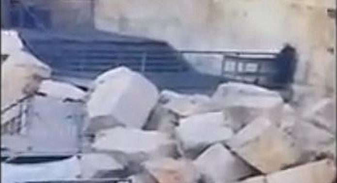 Pertanda Apakah Ini? Batu Besar Tembok Ratapan Yahudi Runtuh