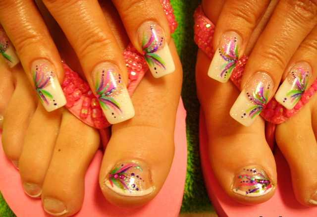 Swirls and Dots Fingernails and Toenails | Nailic