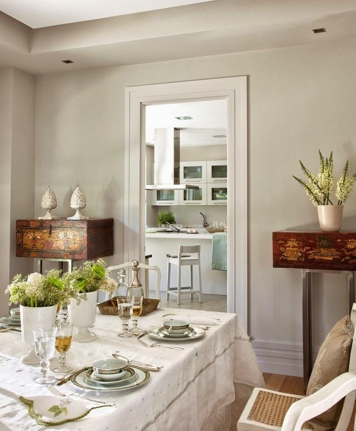 Piękny dom w pobliżu Madrytu, wystrój wnętrz, wnętrza, urządzanie domu, dekoracje wnętrz, aranżacja wnętrz, inspiracje wnętrz,interior design , dom i wnętrze, aranżacja mieszkania, modne wnętrza, styl klasyczny, styl francuski, otwarta przestrzeń, jadalnia