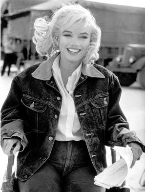 1961年映画Misfits撮影現場でのLee ストームライダーを着たマリリンモンロー