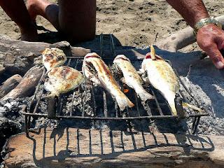 Τρόπος για να μην κολλάνε τα ψάρια σας στην σχάρα