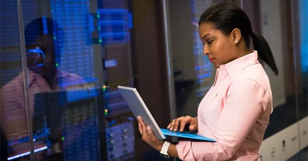 African American woman working on SEO