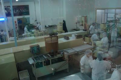 Produção de bombons na fábrica de chocolate Lugano - Canela - RS
