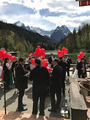 Ballonflug, Hochzeit in Pastell, zauberhaft heiraten mit zarten Farben, Riessersee Hotel Garmisch-Partenkirchen, Hochzeitslocation am See in den Bergen, Maihochzeit 2017