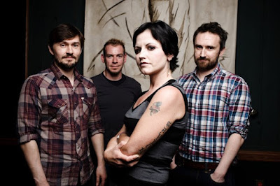 http://letrasmusicaspt.blogspot.pt/search?q=cranberries