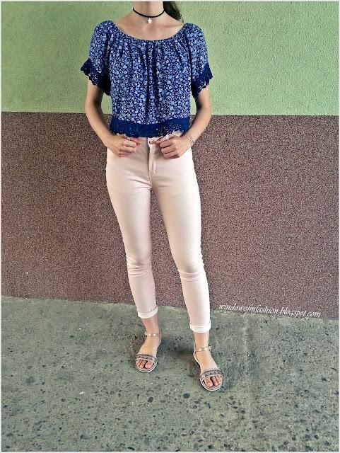 Hiszpanka, jeansy 7/8, sandały, choker, bransoletka