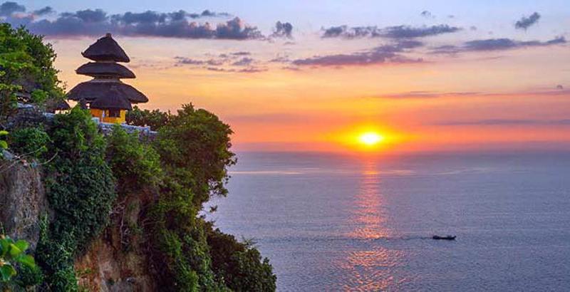 Menikmati Sunset dan Tari Kecak di Pura Uluwatu – Bali