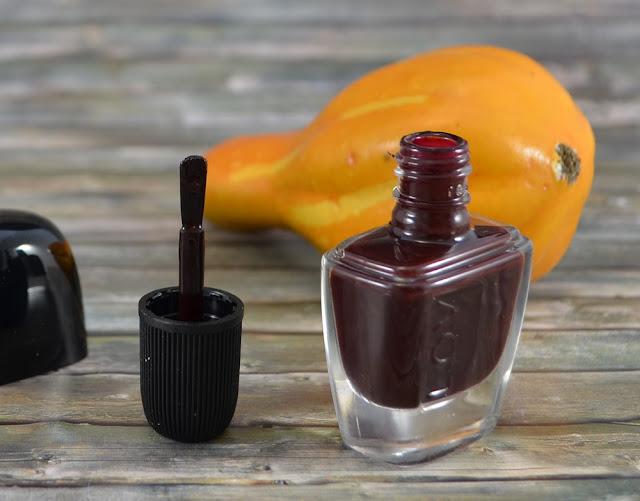 L.O.V LOVinity long lasting nail lacquer 250 deep-red drama Pinsel