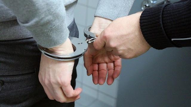 EE.UU.: Arrestan a un hombre de 71 años acusado de 100 cargos de violación a menores de 13 años