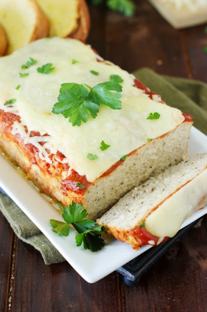 Chicken Parmesan Meatloaf ~ loaded with the flavors of Italian herbs and garlic, all topped with sauce and yummy melty cheese.  A dinner favorite!   www.thekitchenismyplayground.com