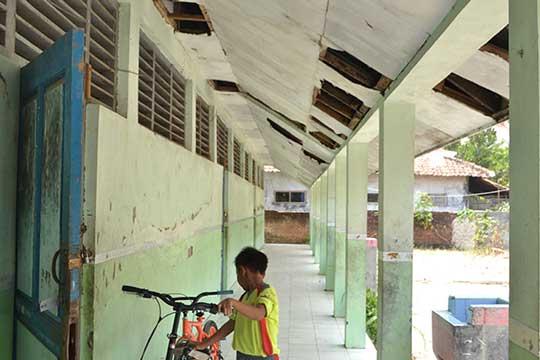 sdn sarajaya kabupaten cirebon rusak parah